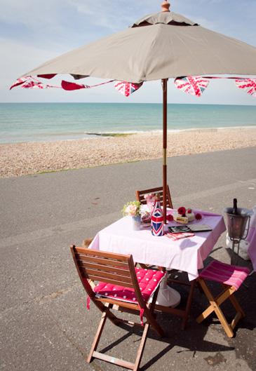 hove-beach-hut-beachfront