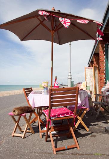hove-beach-hut-for-hire